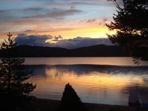 lake-767186_640